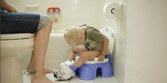 宝宝贪玩憋尿 当心泌尿道感染